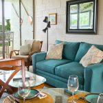 Sea Turtle Hilo Condo – Living room and couch